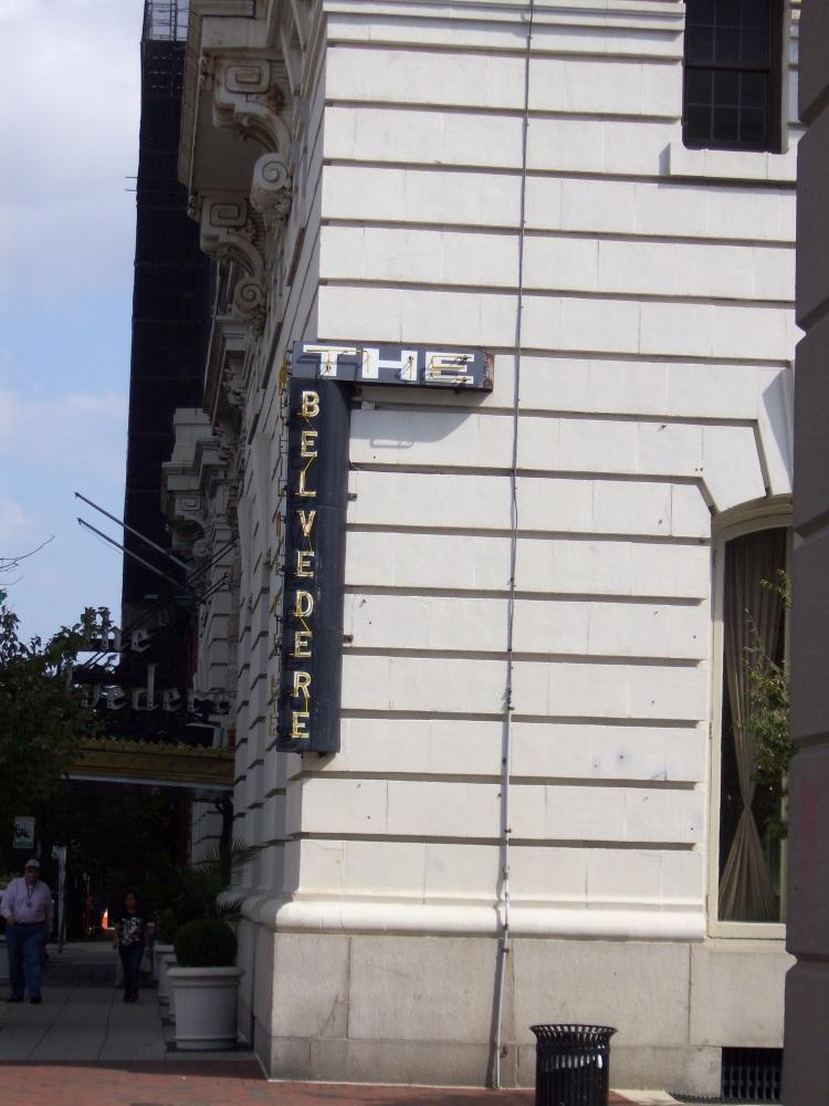 By: Gabriela Yareliz I found the building whose roof top I followed.