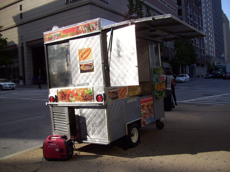 By: Gabriela Yareliz The always present falafel truck. Am I in NYC? (Double take).