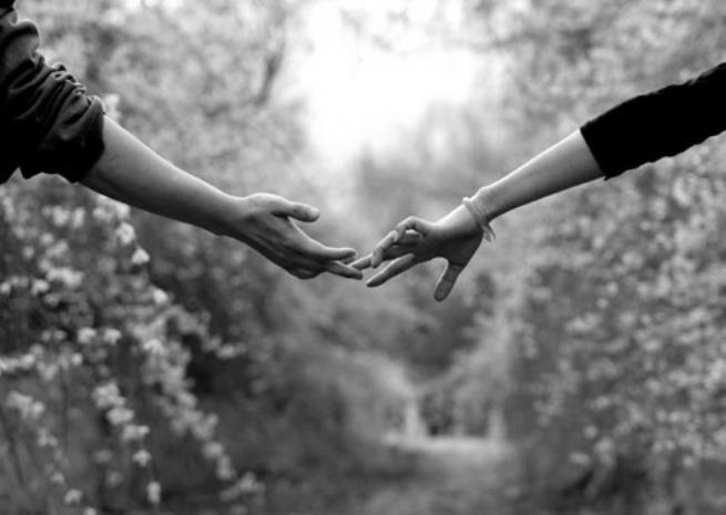 holding-hands-black-and-white-tumblr-tumblr-m9h5zupj0g1rrf4jro1-1280